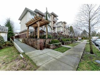 Photo 2: 111 1969 WESTMINSTER Avenue in Port Coquitlam: Glenwood PQ Condo for sale : MLS®# V1099942