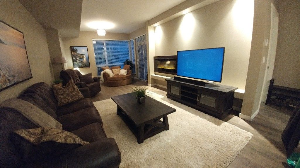 Photo 2: Photos: #102 2238 Whatcom Rd in Abbotsford: Abbotsford East Condo for rent