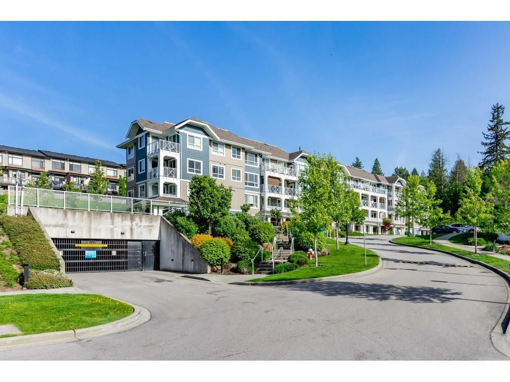 """Main Photo: 304 16396 64 Avenue in Surrey: Cloverdale BC Condo for sale in """"The Ridgse and Bose Farms"""" (Cloverdale)  : MLS®# R2579470"""