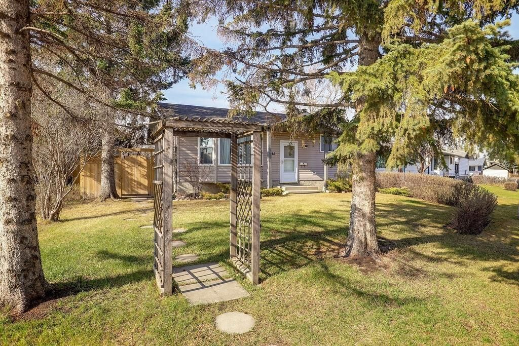 Main Photo:  in Calgary: Dover Detached for sale : MLS®# C4295946