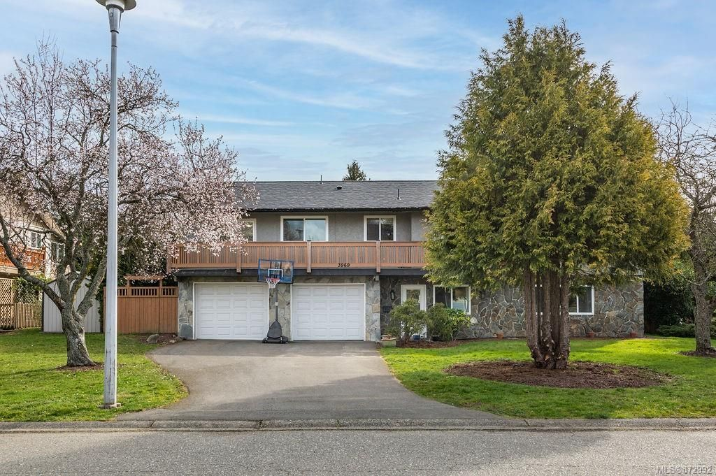 Main Photo: 3969 Sequoia Pl in Saanich: SE Queenswood House for sale (Saanich East)  : MLS®# 872992