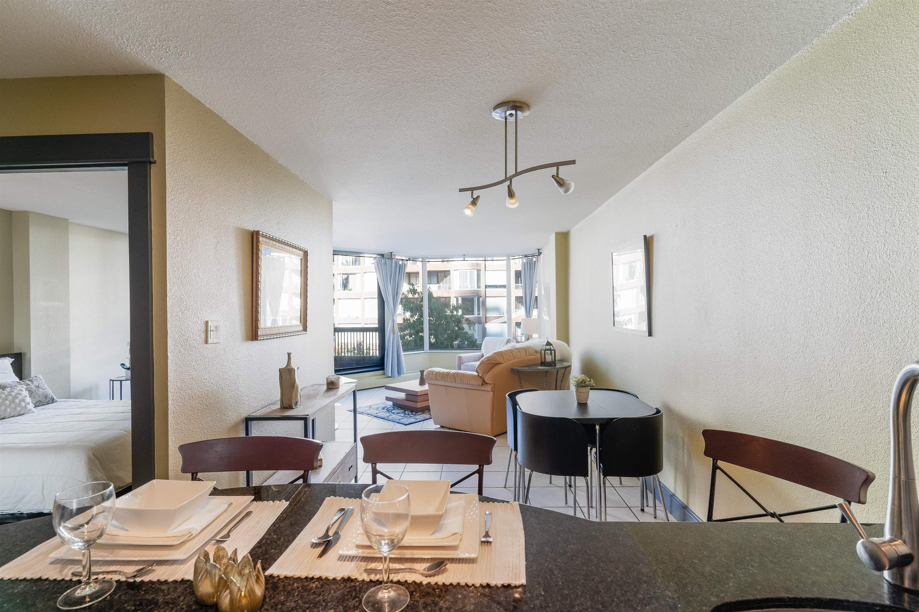 """Main Photo: 620 1333 HORNBY Street in Vancouver: Downtown VW Condo for sale in """"Anchor Point III"""" (Vancouver West)  : MLS®# R2620469"""