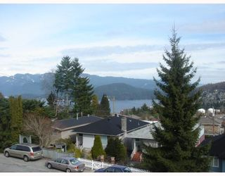 """Photo 2: 35 HOLDOM Avenue in Burnaby: Capitol Hill BN House for sale in """"CAPITOL HILL"""" (Burnaby North)  : MLS®# V756730"""