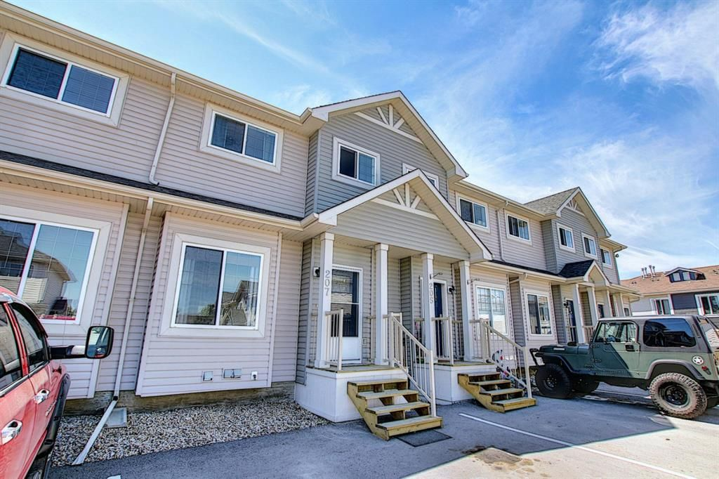 Main Photo: 207 STRATHAVEN Mews: Strathmore Row/Townhouse for sale : MLS®# A1121610