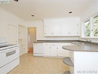 Photo 4: 1620 Chandler Ave in VICTORIA: Vi Fairfield East House for sale (Victoria)  : MLS®# 756396