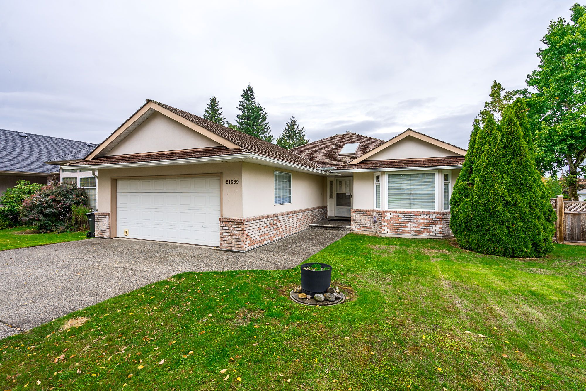 Main Photo: 21689 45 Avenue in Langley: Murrayville House for sale : MLS®# R2319292