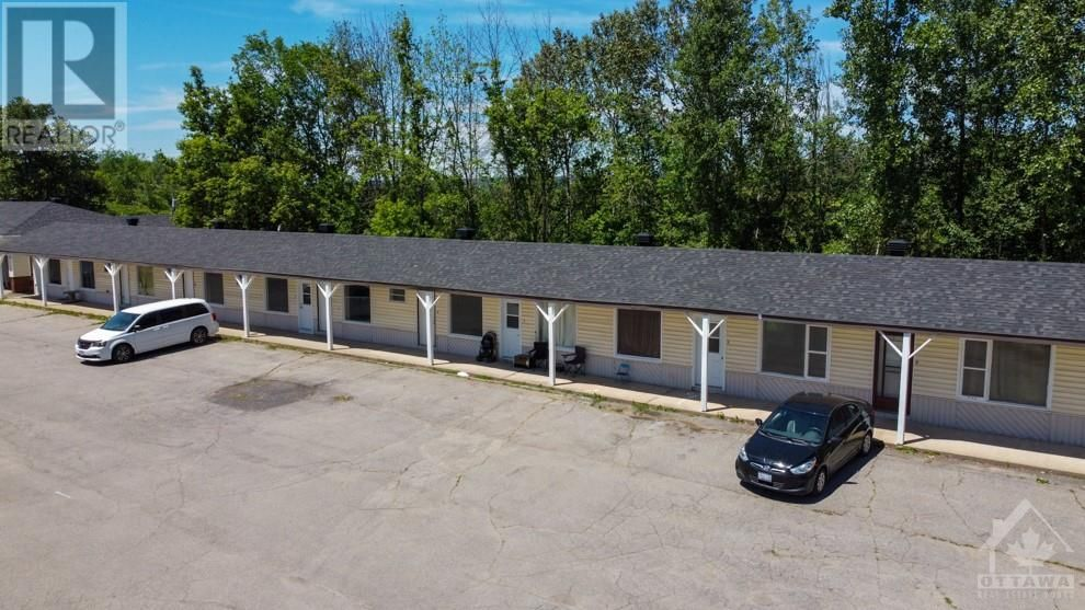 Main Photo: 872 COUNTY ROAD 17 HIGHWAY in L'Orignal: Multi-family for sale : MLS®# 1246793