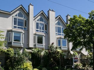 Photo 1: 130 LAKEWOOD DRIVE in Vancouver East: Hastings Home for sale ()  : MLS®# R2067409