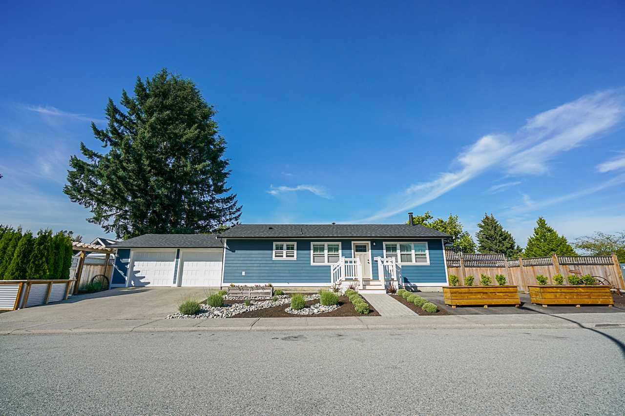 Main Photo: 20561 50A Avenue in Langley: Langley City House for sale : MLS®# R2379584