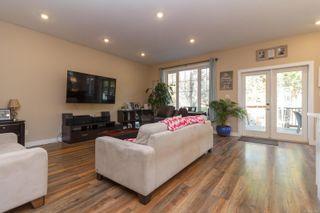 Photo 3: 1268/1270 Walnut St in : Vi Fernwood Full Duplex for sale (Victoria)  : MLS®# 865774