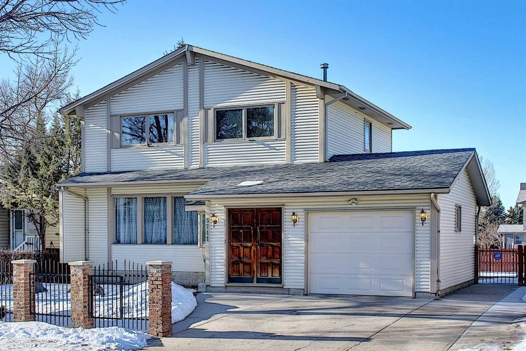 Main Photo: 3711 39 Street NE in Calgary: Whitehorn Detached for sale : MLS®# A1063183