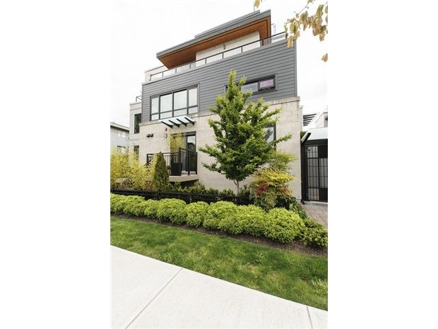 Main Photo: 3160 Prince Edward Street in Vancouver: Mount Pleasant VE Townhouse for sale (Vancouver East)  : MLS®# V1123362