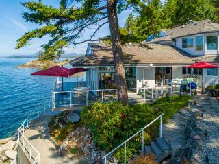 Photo 3: 11113 SUNSHINE COAST Highway in Halfmoon Bay: Halfmn Bay Secret Cv Redroofs House for sale (Sunshine Coast)  : MLS®# R2537674