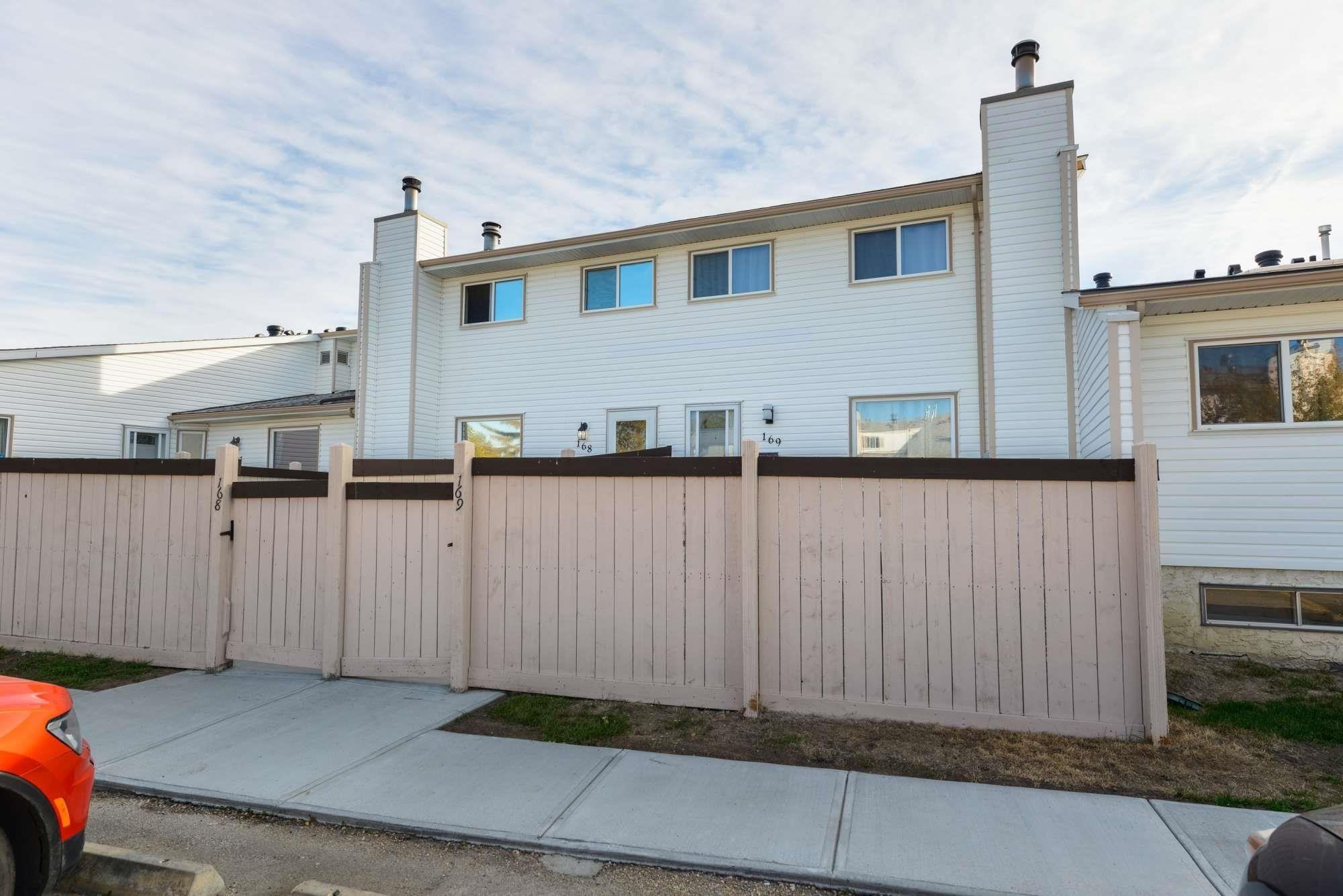 Main Photo: 168 MARLBOROUGH Place in Edmonton: Zone 20 Townhouse for sale : MLS®# E4264886