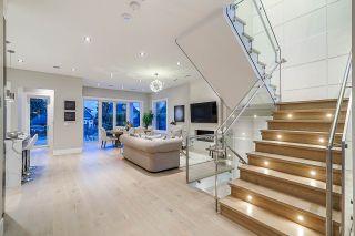 Photo 3: 1106 EDINBURGH Street in New Westminster: Moody Park House for sale : MLS®# R2403527