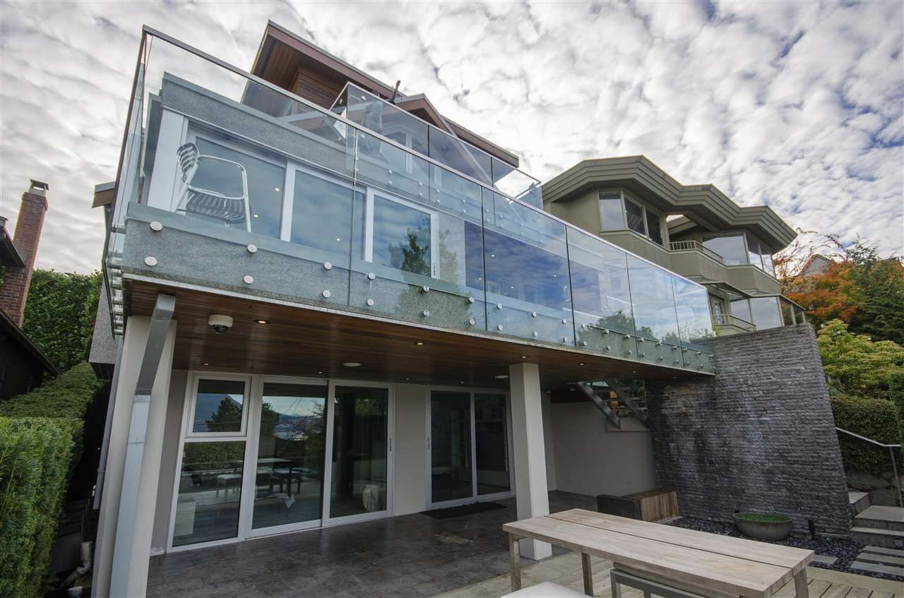 Main Photo: 4554 LANGARA Avenue in Vancouver: Point Grey House for sale (Vancouver West)  : MLS®# R2625652