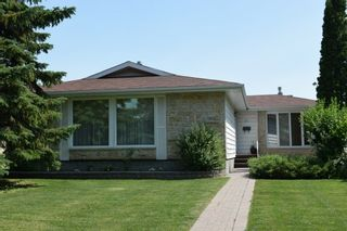 Photo 1: 5 Petersfield Place in Winnipeg: Single Family Detached for sale