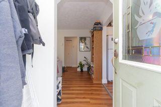 Photo 4: 941 Convent Pl in : Vi Fairfield West Half Duplex for sale (Victoria)  : MLS®# 882808