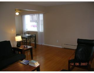 Photo 3: 8 1420 CHESTERFIELD Avenue in North_Vancouver: Central Lonsdale Condo for sale (North Vancouver)  : MLS®# V654049