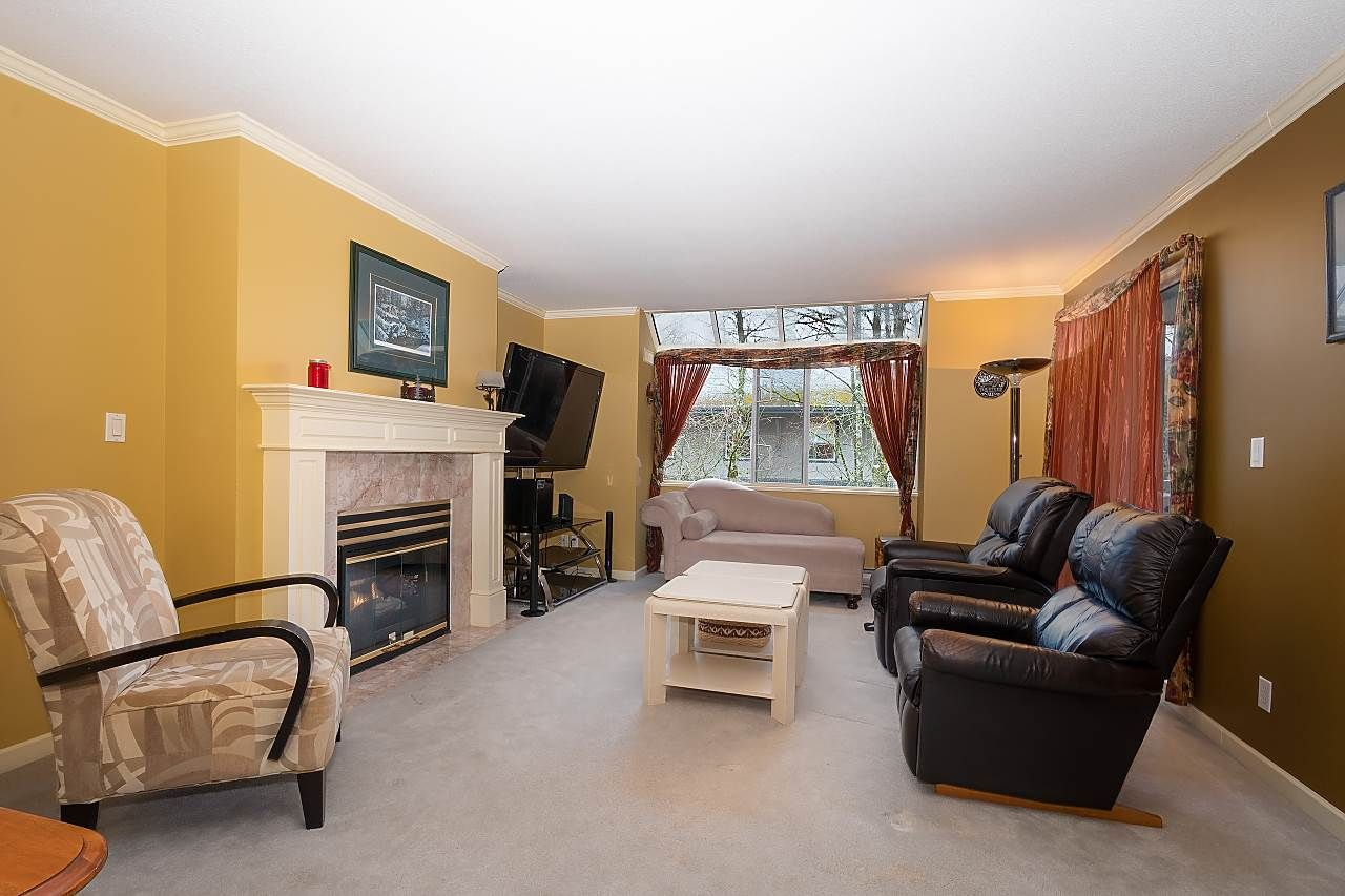 """Photo 12: Photos: 306 9767 140 Street in Surrey: Whalley Condo for sale in """"Fraser Gate"""" (North Surrey)  : MLS®# R2441933"""