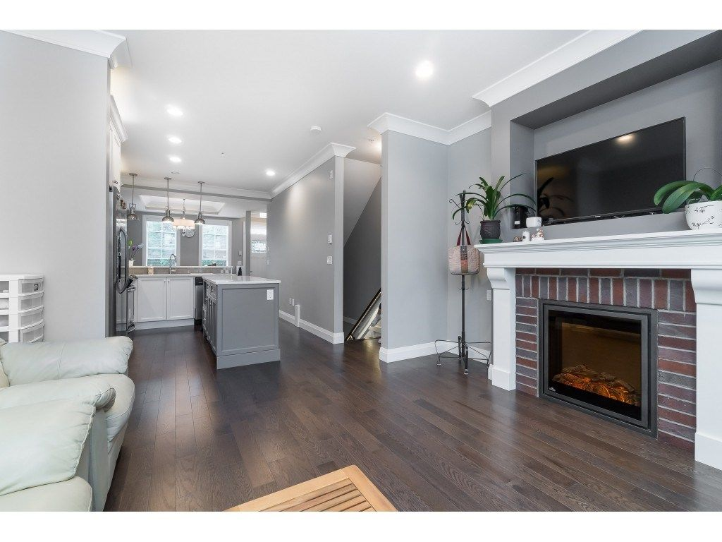 """Photo 3: Photos: 4 45526 TAMIHI Way in Sardis: Vedder S Watson-Promontory Townhouse for sale in """"BRIXTON STATION PHASE 2"""" : MLS®# R2459352"""