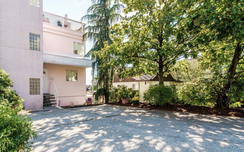 Main Photo: 968 CHARLAND Avenue in Coquitlam: Central Coquitlam 1/2 Duplex for sale : MLS®# R2114374