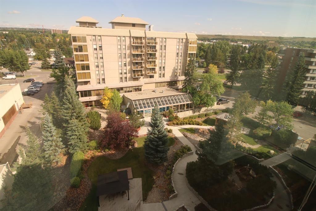 Main Photo: 905 4555 Varsity Lane NW in Calgary: Varsity Apartment for sale : MLS®# A1145957