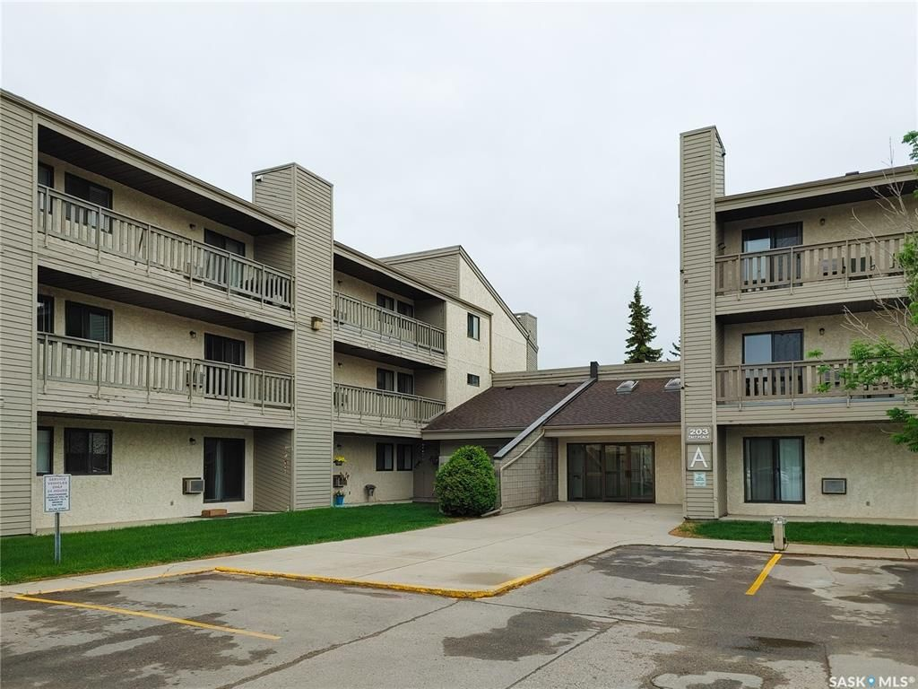 Main Photo: 111 203A Tait Place in Saskatoon: Wildwood Residential for sale : MLS®# SK859064