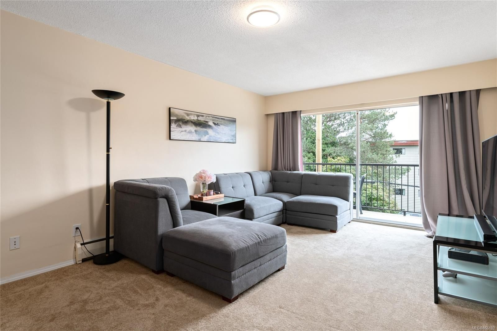 Main Photo: 12 1630 Crescent View Dr in : Na Central Nanaimo Condo for sale (Nanaimo)  : MLS®# 866102