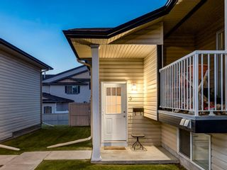 Photo 2: 5 103 ADDINGTON Drive: Red Deer Row/Townhouse for sale : MLS®# A1027789