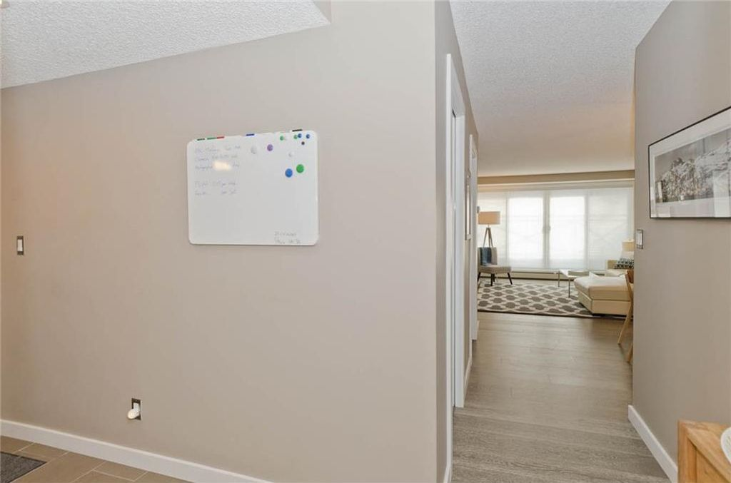 Photo 5: Photos: 105 120 24 Avenue SW in Calgary: Mission Condo for sale : MLS®# C4160912