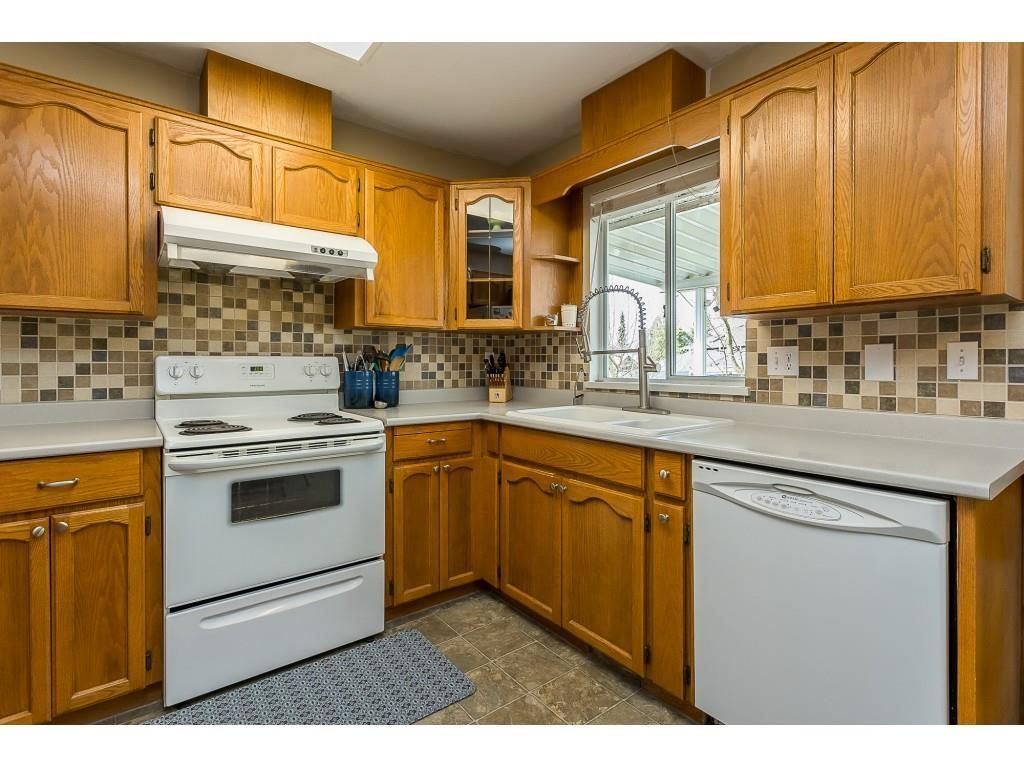 Photo 4: Photos: 35275 BELANGER Drive in Abbotsford: Abbotsford East House for sale : MLS®# R2558993