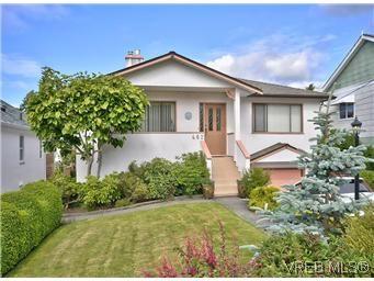 Main Photo: 462 Sturdee Street in VICTORIA: Es Saxe Point Residential for sale (Esquimalt)  : MLS®# 305759