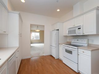 Photo 9: 301 9950 Fourth St in : Si Sidney North-East Condo for sale (Sidney)  : MLS®# 867374
