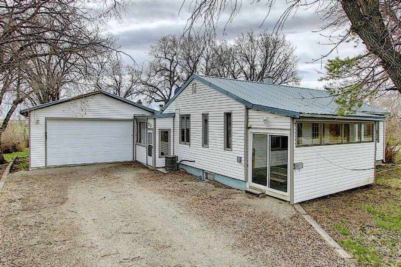 FEATURED LISTING: 4933 49 Avenue Stavely