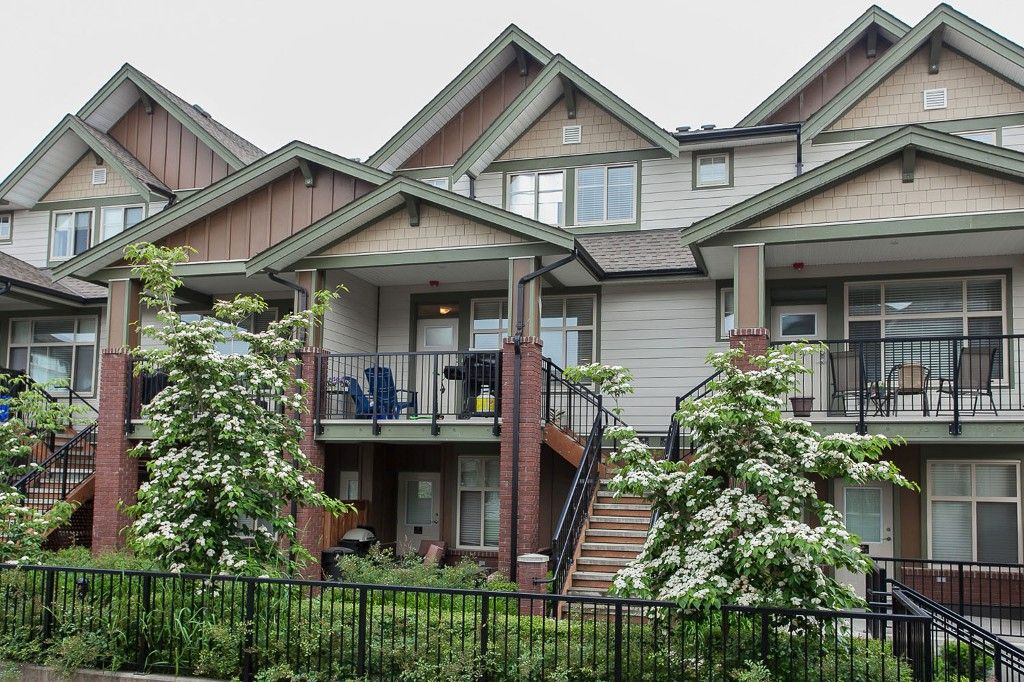 """Main Photo: 204 6706 192 Diversion in Surrey: Clayton Townhouse for sale in """"One92"""" (Cloverdale)  : MLS®# R2070967"""