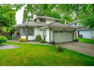 """Photo 2: 21387 87B Avenue in Langley: Walnut Grove House for sale in """"Forest Hills"""" : MLS®# R2585075"""