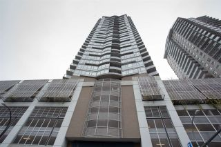 Photo 1: 3002 888 CARNARVON Street in New Westminster: Downtown NW Condo for sale : MLS®# R2431817