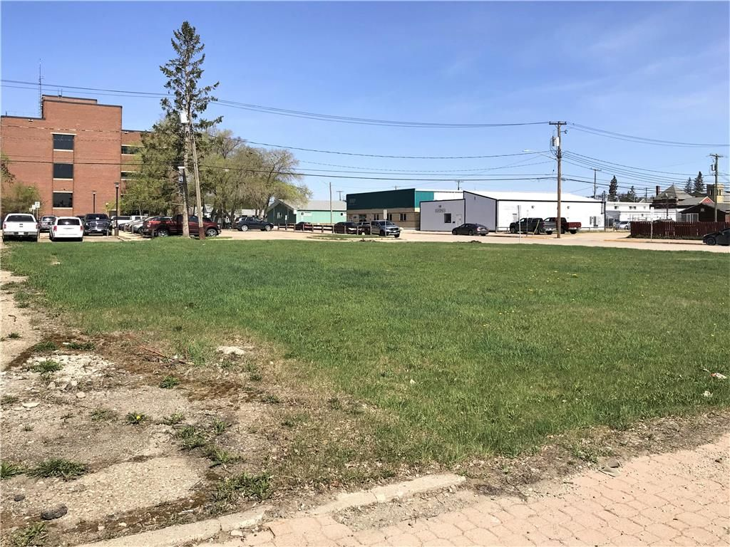 Main Photo: 203 Main Street South in Dauphin: Industrial / Commercial / Investment for sale (R30 - Dauphin and Area)  : MLS®# 202112120