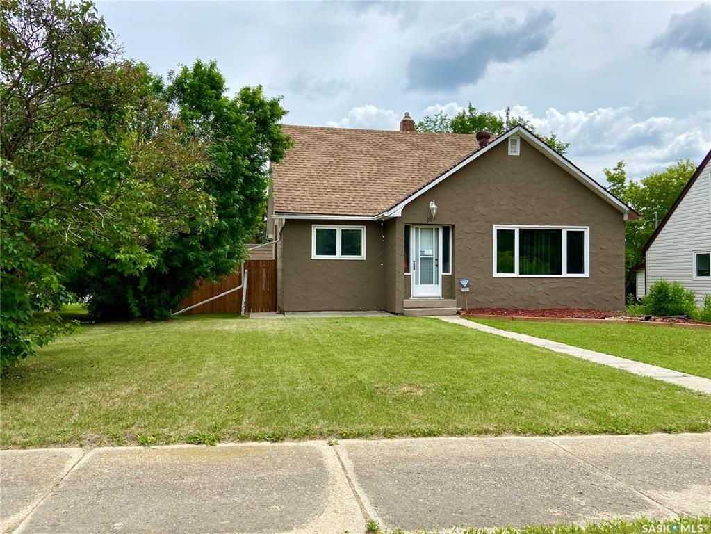 Main Photo: 187 Second Avenue South in Yorkton: Residential for sale : MLS®# SK860760