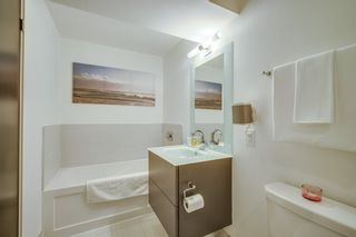 Photo 16: 932 111 W St Clair Avenue in Toronto: Condo for lease : MLS®# C4174251
