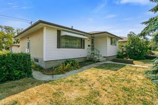 Photo 3: 8829 74 Street in Edmonton: Zone 18 House for sale : MLS®# E4260405