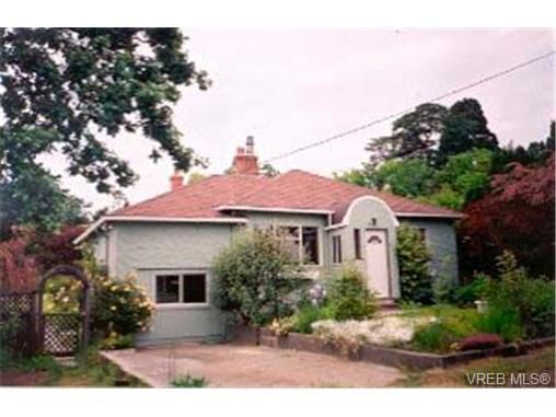 Main Photo: 916 Dale St in VICTORIA: SE Quadra House for sale (Saanich East)  : MLS®# 287716