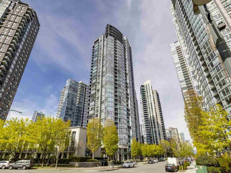 FEATURED LISTING: 902 - 1495 RICHARDS Street Vancouver