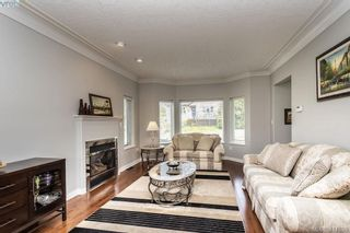 Photo 7: 1037 Leslie Dr in VICTORIA: SE Quadra Half Duplex for sale (Saanich East)  : MLS®# 816161