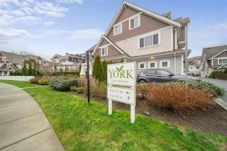 "Photo 2: 59 7298 199A Street in Langley: Willoughby Heights Townhouse for sale in ""York"" : MLS®# R2537452"