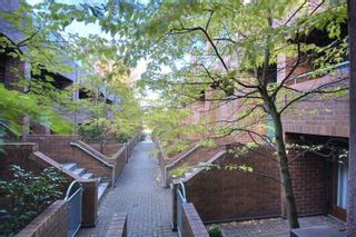 """Photo 17: 6B 766 W 7TH Avenue in Vancouver: Fairview VW Townhouse for sale in """"THE WILLOW COURT"""" (Vancouver West)  : MLS®# V738197"""