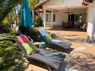 Photo 2: VISTA House for sale : 3 bedrooms : 883 Evergreen Lane