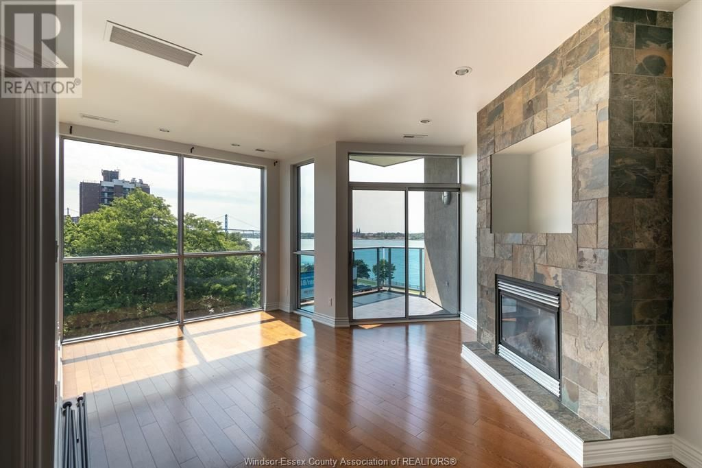 Main Photo: 1225 RIVERSIDE DRIVE Unit# 401 in Windsor: Condo for lease : MLS®# 21019653