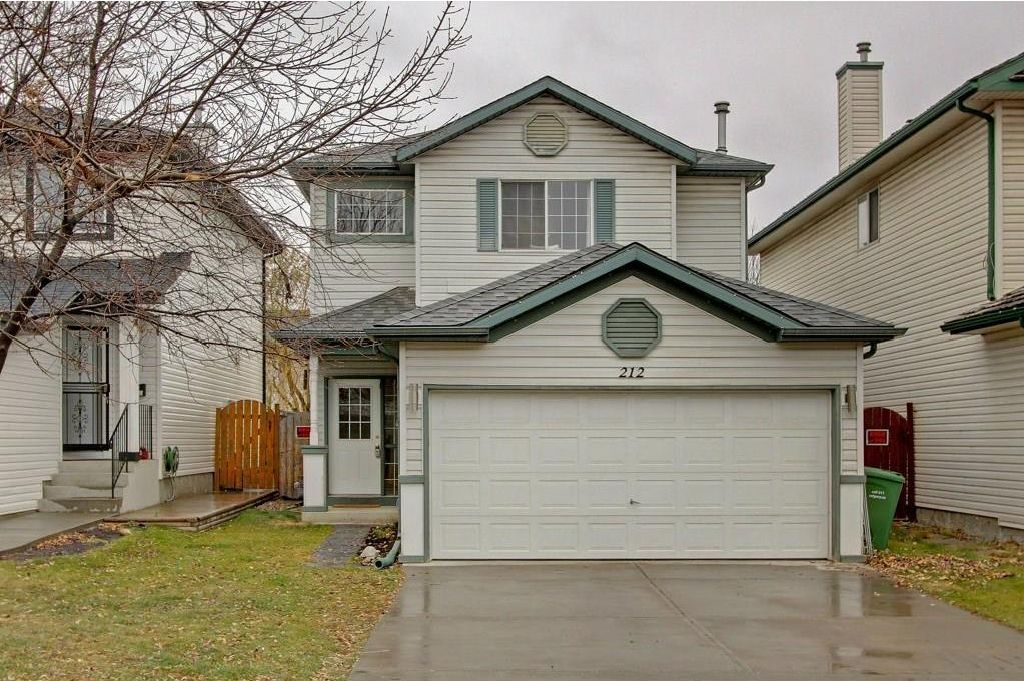 Main Photo: 212 MT APEX Green SE in Calgary: McKenzie Lake House for sale : MLS®# C4144299